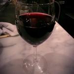 てっちゃん - グラスワイン(赤、400円)です。