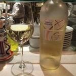 AB'S食堂 - 白ワインをボトルでいただきました