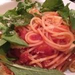 AB'S食堂 - モッツァレラチーズとルッコラのトマトソーススパゲティ