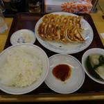 ぎょうざの満洲 - ダブル餃子定食