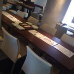 牡蠣屋バル - テーブル席