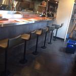 牡蠣屋バル - カウンター席