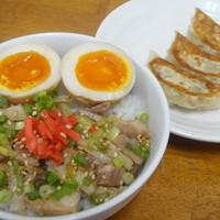 七代目哲麺  - まかない丼&餃子3個でお得な430円