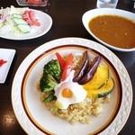 コーヒーハウス純 - 旬菜のキーマカレー温玉のせ
