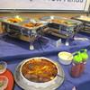 のがみプレジデントホテル ニューリンダ - 料理写真:ホテル自慢の料理が並ぶビュッフェコーナーの中から各自好きな物を選んでテーブルに運びました。