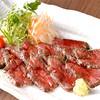 エンジェルガーデン - 料理写真:<ローストビーフ>厳選した和牛を、5種類のスパイスと6種類の香味野菜とで焼き上げた至極の一品
