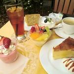 スポーティフ カフェ - 【14:00-17:00】ケーキセットはお好きなケーキがお選らびいただけます。