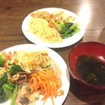 韓味楽 - ランチ…ビュッフェ台から
