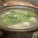 う越貞 - 【鍋物】(追加)       10日熟成五島列島のクエ。       餌の関係で和歌山より、五島列島のほうが脂がしつこくないと店主。