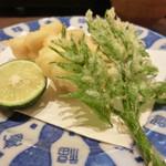 う越貞 - 太刀魚と新芽のたらの芽の天ぷら