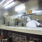 キッチン南海 - 厨房はいつも大忙し