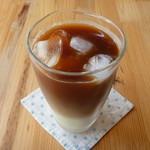 カフェ ポッシュ - アイスミルクコーヒー