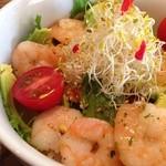 パプリカ食堂 - ぷりぷり海老とアボカドの玄米丼