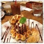 atari CAFE&DINING - ワッフル(๑´ڡ`๑)