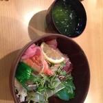 山海亭 - 海鮮丼945円・・・って8%じゃなくていいの?