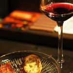 工芸空間フゾン - 生ハムに赤ワイン