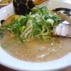 げんこつ - 料理写真: 玉子ラーメン: 煮玉子は沈んでいます