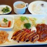 アルハンブラ - 料理写真: 本日の定食(一口カツ・ハンバーグ)