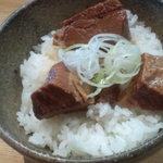 27604497 -  豚角煮ごはん 170円