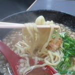 大阪飯店 -  この日は(?)、平打ち麺でした。