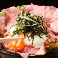高級品の牛肉をがっつりいただく『ローストビーフ丼』