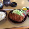かねひで - 料理写真:とんかつ定食800円 ロースカツ定食1300円との500円差がわからない(^^;;