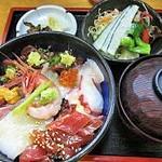 27750150 - 海鮮丼(サラダ・味噌汁・御新香付き)
