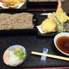 長月 - 料理写真:天せいろ 1,350円  蕎麦は細くて短め。妻は絶賛してた。  天ぷらは想像よりも1.5〜2倍の量があり、キスはいつも他店で感じる薬っぽさがなく、全部とても旨かった。