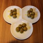 MEAT HOUSE YOKOHAMA MarS - 3種オリーブの盛り合わせ