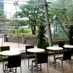 カフェタイム - テーブル席(共有スペース)