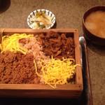 三原 - 香の物と味噌汁つき!