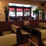 アドニス - 王道の喫茶店風情ですね。