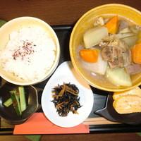 類 - 和ご膳(根菜の牛すじスープ煮)