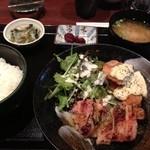 庵菜 - ■若鶏の塩麹焼きカレー風味と鮭フライである