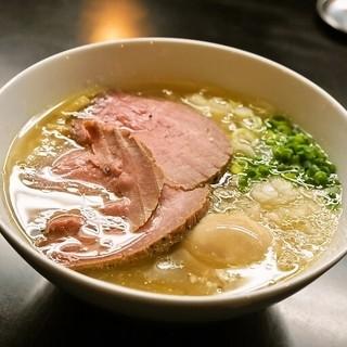 牛骨らぁ麺マタドール - 料理写真:贅沢焼牛塩らぁ麺(1,050円)