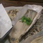 27969528 - 牡蛎三つ巴、(蒸、焼、天婦羅の牡蛎)