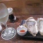 27969534 - 生牡蠣と日本酒