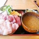 お食事酒処和 - 三色丼(日替)¥1800
