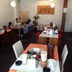 長浜食堂 - 店内(テーブル席)