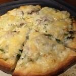 ビストロMER - シラスと九条ネギのピザ