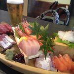 漁屋 - お通し(1人700円)はお刺身7種盛り。