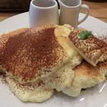 Banks cafe & dining - ティラミスパンケーキ 税込1404円