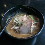 らーめん加茂川 - 鮭冬葉とんこつ醤油らーめん