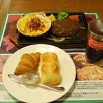 カジュアルレストラングリーンズ - 組み合わせたのは『グリーンズセット』(410円 8%込)…パン(orゴハン)+ドリンクバーのセットで。