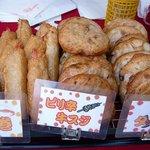蒲鉾の濱辰商店 - エビ巻、ピリ辛牛スジ、タコ天です。どれも美味しそうですね~。