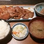 もつ福 - 豚肩ロースたれ・鶏唐揚げ定食¥790