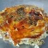 広島焼 松尾 - 料理写真:お好み焼きができるまで8~もう一度天地を逆にします。(玉子が上)お好みソースをかけて伸ばし、青のりを振りかければ、完成♪