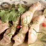 ニャーヴェトナム - 鶏肉のライムリーフ蒸し