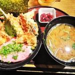 28179923 - 「ネギトロ天丼」にも美味しくてボリューム満点の味噌汁がセットになっています。