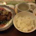 バーミヤン - 料理写真:2種ソースで仕上げた油淋鶏のごはんセットです。スープバー付きです。
